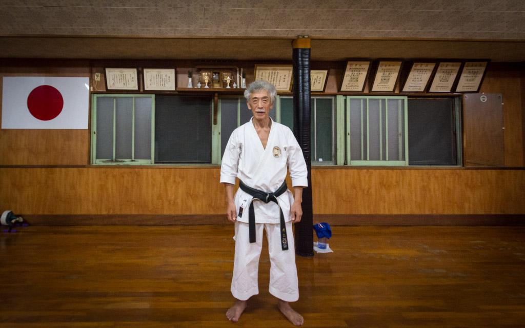 Soke Inoue Yoshimi in his dojo in Tottori